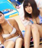 imagen Trio de sexo con jovenes japonesas pilladas en la playa