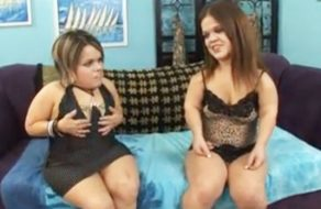 imagen Trio de sexo con dos enanas muy marranas