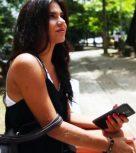 imagen Universitaria colombiana folla por dinero con desconocidos