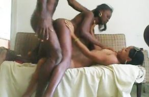 imagen Cubanas en trio de sexo amateur