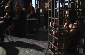 imagen Sumisa follada en fiesta de BDSM