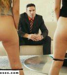 imagen Jefe millonario somete a sus secretarias