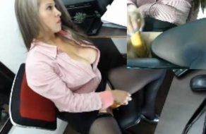 imagen Secretaria colombiana se masturba en la oficina
