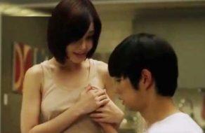 imagen Japonesa guarra seduce a su hermano pequeño