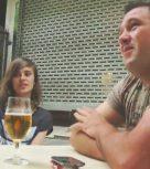 imagen Jovencita española folla con dos cuarentones