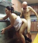 imagen Esposa nalgona follada en la cocina (español)