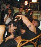 imagen Morenaza española follada en medio de un bar