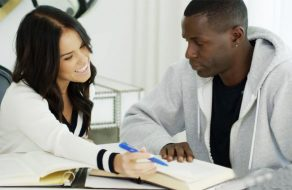 imagen Joven profesora folla con su alumno negro