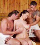 imagen Trio de sexo en la sauna con una tetona