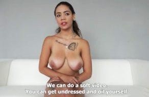 imagen Tetona amateur convencida para hacer porno