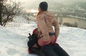 imagen Sexo al aire libre con todo nevado y un frio del carajo