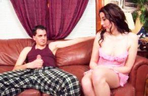 imagen Sexo entre hermanos en el salon de casa