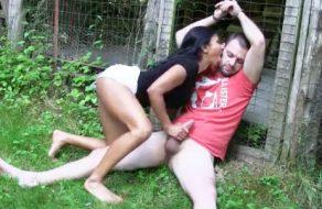 imagen Zorra perturbada abusa sexualmente de un desconocido