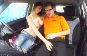 imagen Zorrita tetona se folla al profesor de la autoescuela