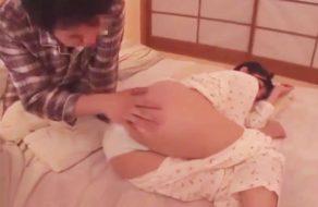 imagen Padre tiene incesto con su hija y la madre duerme al lado