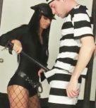 imagen Policia ninfomana se traga las vergas de los reclusos