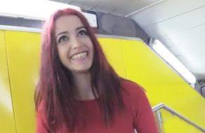 imagen Adolescente pillada en el metro de Madrid folla por dinero