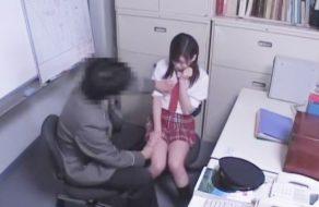 imagen Camaras ocultas graban la terrible violacion de una colegiala japonesa