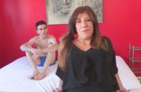 imagen Casada insatisfecha pone los cuernos al marido con un yogurin