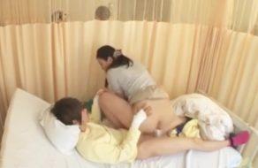 imagen Follando con sus maridos enfermos en el hospital