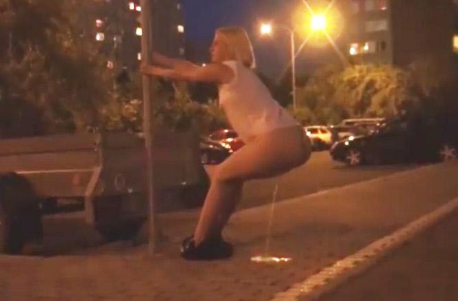 mujeres masturbandose chicas meando en la calle