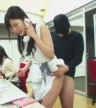 imagen Secretaria japonesa follada en medio de la oficina
