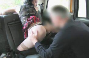 imagen Joven inglesa se folla a un viejo taxista por navidad