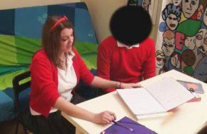 imagen Colegiala española se graba follando con un compañero de clase