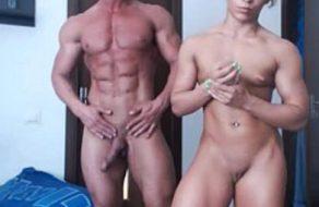 imagen Culturistas desnudos en la webcam presumen de cuerpazos