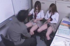 imagen Hermanas colegialas violadas por el director de la escuela