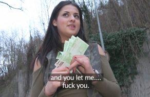 imagen Morena tetona pillada en la calle se vende por dinero
