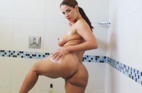 imagen Espectacular puta culona se exhibe desde la ducha