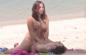 imagen Jovencita española follando en la playa  con un desconocido