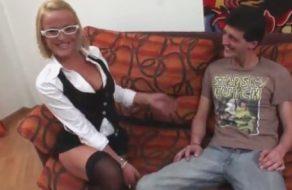 imagen Psicologa española curando la timidez de su paciente