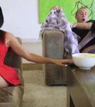 imagen Su propia hermana le come la polla estando su esposa delante