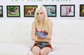 imagen Follada brutal a una rubia super pequeñita (Piper Perry)