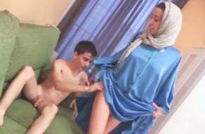 imagen Mujer arabe follando con jovencito español (Niño Polla)