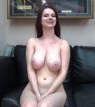 imagen Tetona natural follando en casting porno para ganar un dinerito
