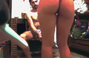imagen Española amateur calienta al novio con un baile antes de follar