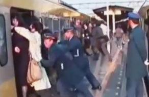 imagen Colegiala violada en hora punta en el tren de Japon