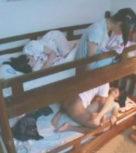 imagen Padre viola a su hija mientras el resto de la familia duerme