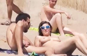 imagen Española toma el sol en tetas y se la follan entre cinco