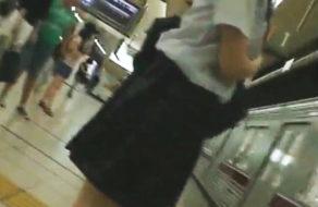 imagen Grupo organizado viola a una colegiala en el vagon de metro