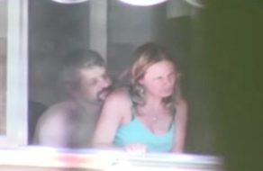imagen Graba a sus vecinos follando en el balcón