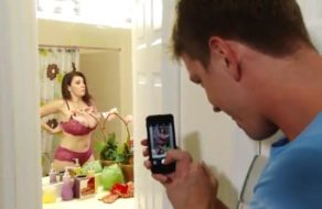 imagen Sorprende a su hijo haciéndole fotos desnuda y se lo folla