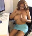 imagen Madre mexicana se masturba pensando en su hijo (incesto)