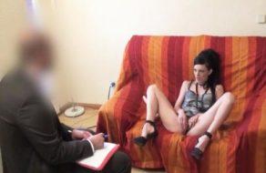 imagen Ninfomana perturbada se folla a su psicólogo (español)