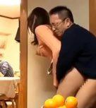 imagen Joven tetona japonesa violada por el padre de su novio