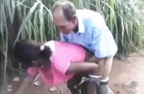 imagen Viejo se folla a una negra sudafricana en medio de la carretera