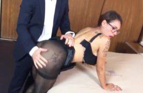 imagen Abogado se folla a la secretaria mexicana antes de la reunión